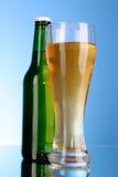 кружка бутылки пива Стоковые Фотографии RF