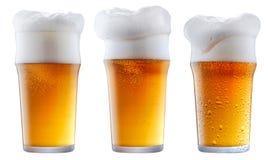 Кружка морозного пива с пеной Стоковое Изображение RF