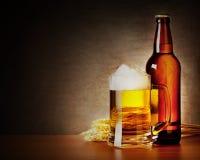Кружка пива и бутылки Стоковая Фотография RF