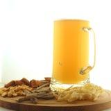 Кружка пива и закусок Стоковое Изображение RF