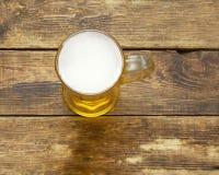 Кружка светлого пива с пеной Стоковое Фото