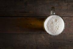 Кружка холодного светлого пива Стоковая Фотография
