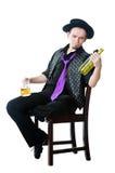 кружка человека бутылки пива пустая Стоковая Фотография RF