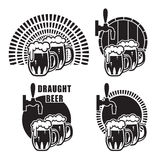Кружки пива на различных предпосылках Иллюстрация вектора
