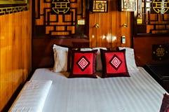 Круизы залива Ha внутренней шлюпки круиза спальни кабины длинные стоковая фотография