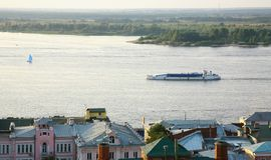 Круиз вечера шлюпки на Реке Волга Nizhny Novgorod России Стоковое Изображение RF
