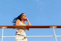 Круиз женщины daydreaming Стоковые Изображения RF