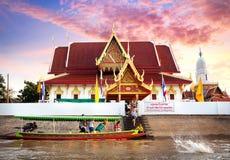 Круиз на шлюпке длинного хвоста в Таиланде стоковая фотография rf