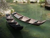 Круиз реки к Дамбе (Три ущелья) и посещает малый местный v стоковые фото