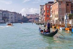 Круиз утра в гондоле Венеции на грандиозном канале Стоковая Фотография RF