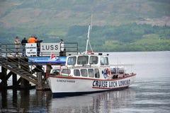 Круиз шлюпки на Loch Lomond, Шотландии, Великобритании Стоковое Изображение