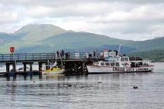 Круиз шлюпки на Loch Lomond, Шотландии, Великобритании Стоковые Фотографии RF