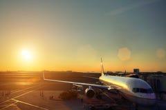 Крупный аэропорт на заходе солнца Стоковое Фото