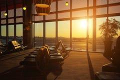 Крупный аэропорт на заходе солнца Стоковая Фотография