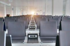 Крупный аэропорт на заходе солнца Стоковое Изображение RF