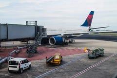 Крупный аэропорт - перемещение - воздушный транспорт Стоковое Изображение