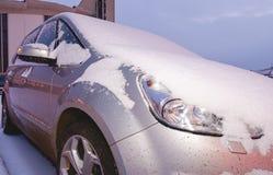 Крупный план автомобиля покрытого с снегом Стоковое Изображение