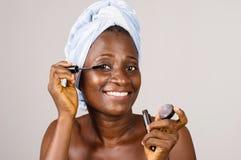 Крупный план африканской девушки, усмехаясь стоковое изображение