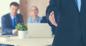 Крупный план бизнесмена давая руку для рукопожатия Стоковое Изображение RF