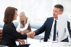 Крупный план делового партнера женщин рукопожатия дела Концепция дела Стоковая Фотография RF