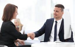 Крупный план делового партнера женщин рукопожатия дела Концепция дела Стоковая Фотография