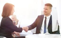 Крупный план делового партнера женщин рукопожатия дела Концепция дела Стоковые Фотографии RF