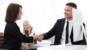 Крупный план делового партнера женщин рукопожатия дела Концепция дела Стоковые Изображения RF