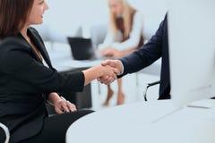 Крупный план делового партнера женщин рукопожатия дела Концепция дела Стоковое Изображение