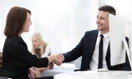 Крупный план делового партнера женщин рукопожатия дела Концепция дела Стоковое Фото