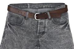 Крупный план демикотона джинсовой ткани с поясом на белой предпосылке Стоковые Фотографии RF