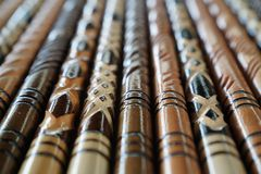 Крупный план деревянных идя ручек в различных картинах Стоковые Фотографии RF