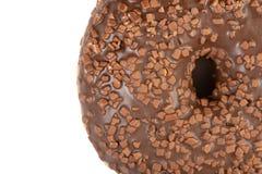 Крупный план донута со сливк отбензинивания шоколада стоковые фото