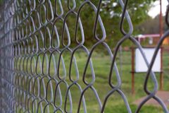 Крупный план загородки звена цепи Стоковые Изображения