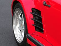 Крупный план заднего колеса Порше стоковое изображение
