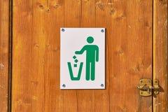 Крупный план знака мусорной корзины стоковые фото