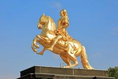 Крупный план золотого памятника Goldener Reiter всадника Augustus сильный des Starken в августе - Saxon и польский король, Дрезде стоковое фото rf