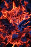 Крупный план золы деревянного угля огня янтарный Стоковое Фото