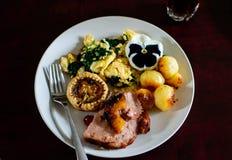 Крупный план изысканной плиты завтрак-обеда положения еды плоского стоковые изображения rf