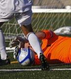 крупный план Канады шарика вручает футбол хранителя Стоковая Фотография RF