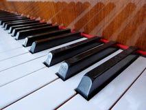 Крупный план клавиатуры рояля стоковая фотография