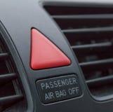 Крупный план кнопки аварийной остановки в автомобиле стоковые изображения rf