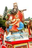 Крупный план красной статуи в заливе отбития виска Hau олова в Hong Kon Стоковое Изображение
