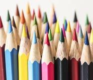 Крупный план красочных канцелярских принадлежностей карандаша цвета Стоковое фото RF