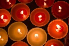 Крупный план к горящим tealights Стоковые Изображения RF