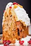 Крупный план ломтика торта Кристмас Стоковое фото RF