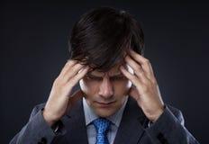 Крупный план молодого бизнесмена с головной болью Стоковые Фото