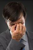Крупный план молодого бизнесмена с головной болью Стоковые Изображения RF