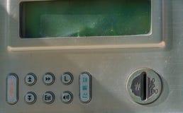 Крупный план монетной щели старого общественного телефона Стоковая Фотография RF