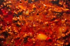Крупный план на поверхности кипя тушёного мяса chili Стоковые Изображения