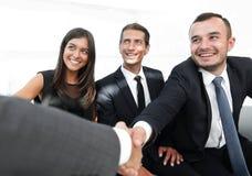 Крупный план партнеров рукопожатия дела Стоковая Фотография RF